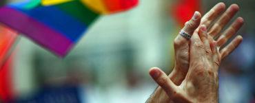 Como combater a homofobia